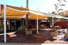 Toldos diseñados para crear sombra restaurante bar Abris